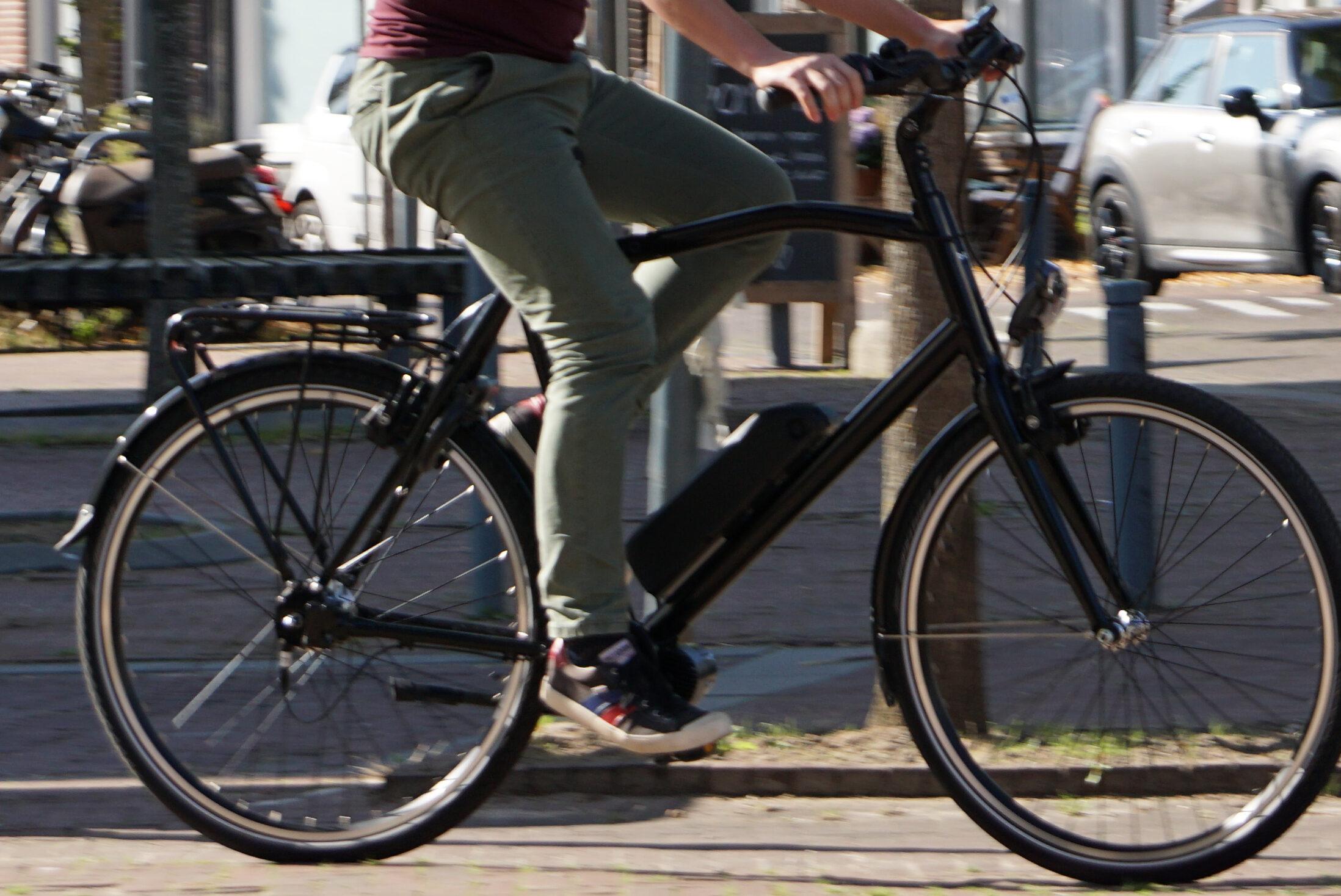 op een elektrische fiets rij je veilig