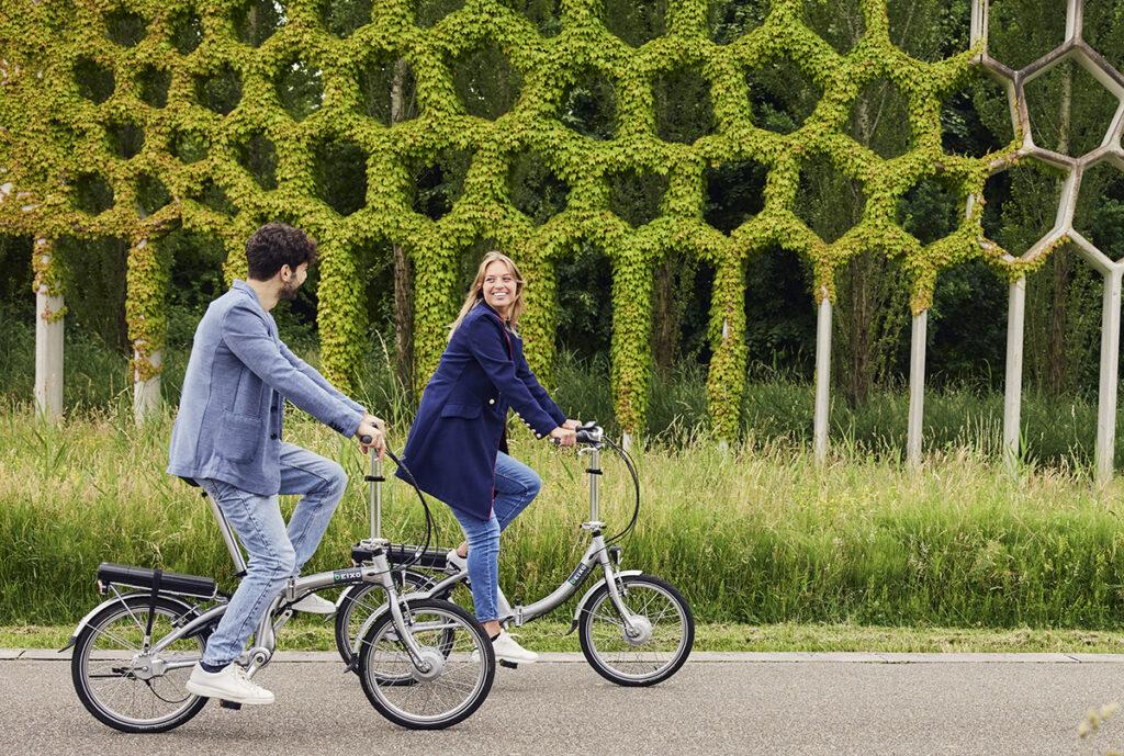 samen fietsen op de elektrische vouwfiets